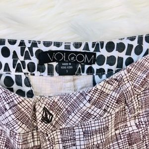 Volcom Shorts - Volcom cream and brown stencil pattern shorts 3